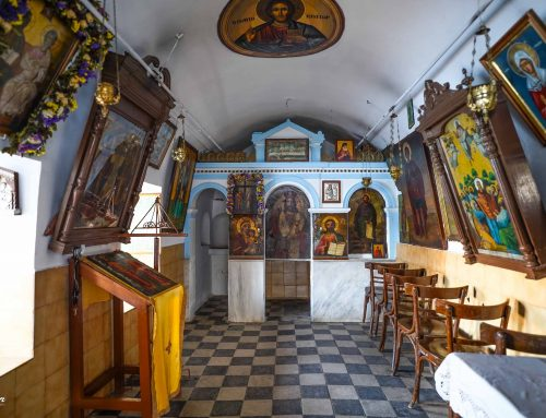 Το εκκλησάκι των Αγίων Κωνσταντίνου και Ελένης στον Καραθώνα